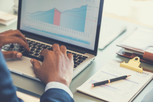 How Reporting and Analytics is Improved With an HCM Platform